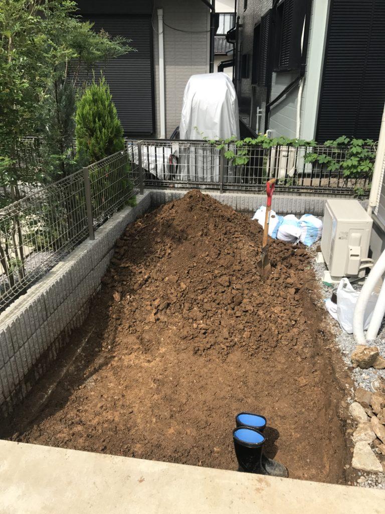 庭の掘り起こし完了の頃