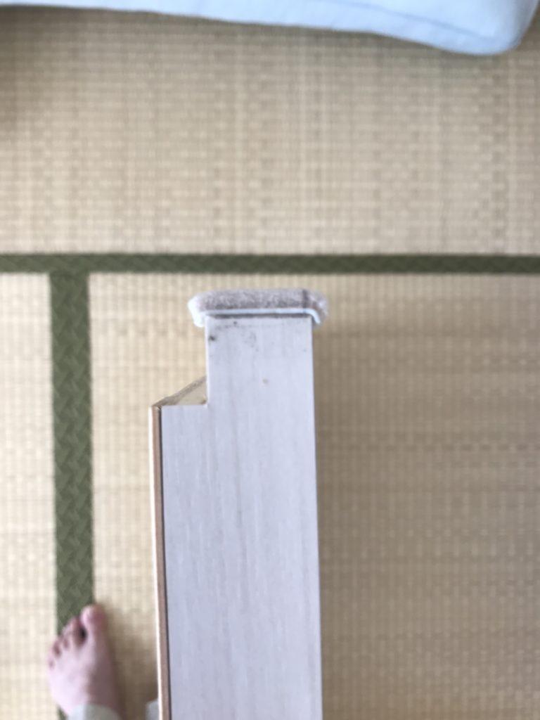 引き戸の反対の端にもフェルトを貼った写真